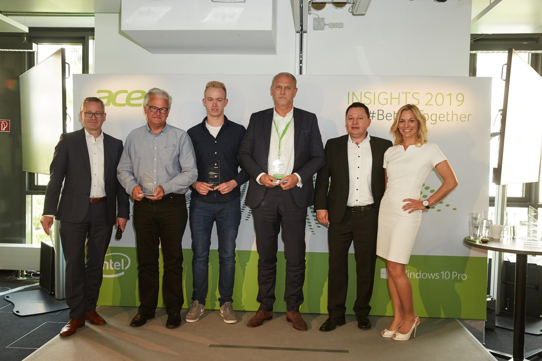"""Award Verleihung Gewinner """"Bester Newcomer"""" ·Platz 1 - Fa. Sotec ·Platz 2 - Fa. Office Partner ·Platz 3 - Fa. Irrgang + Lange"""