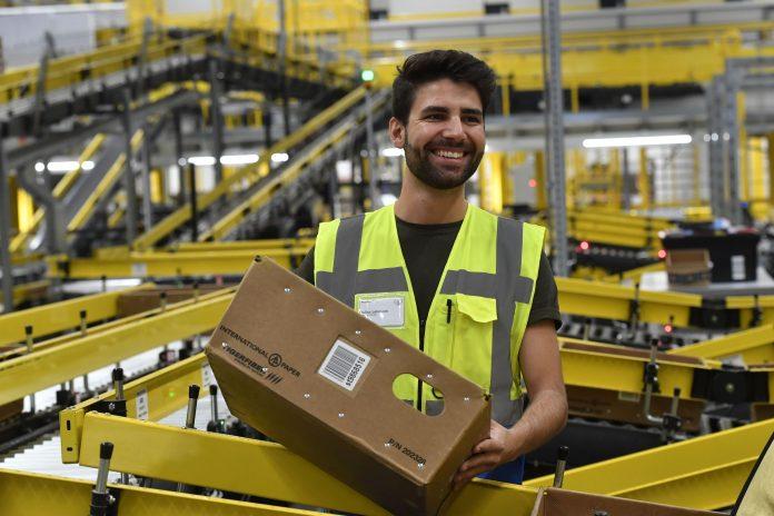 Amazon sucht nach zu engen Kontakten in Lagern