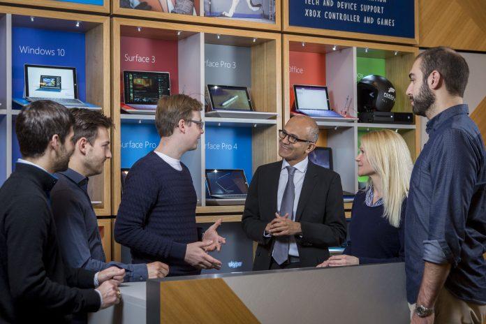 Microsoft-CEO Satya Nadella vor Wirtschaftspartnern und Gründern aus dem Microsoft Ventures Accelerator - der deutschen Startup-Schmiede von Microsoft
